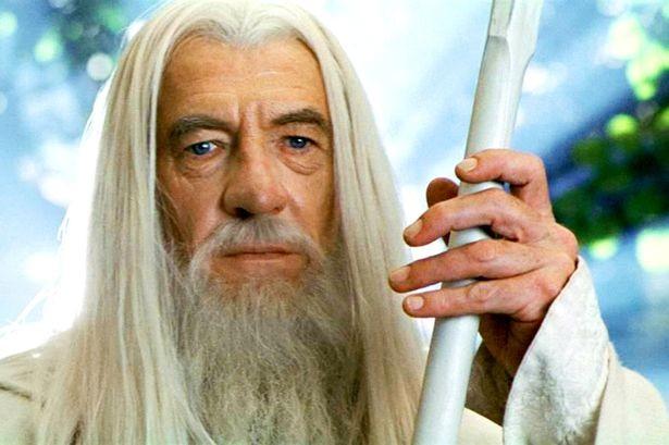 Gandalf vs Balrog - Terre creuse ou terre plate ?
